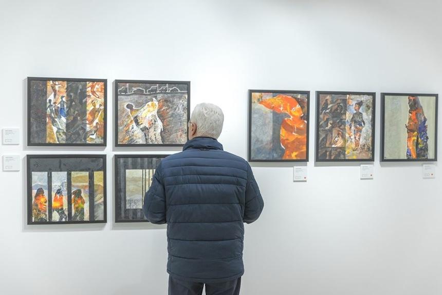 Alcune opere della mostra Shoreless Sea di Tayseer Barakat. Courtesy of Zawyeh Gallery (Ramallah)
