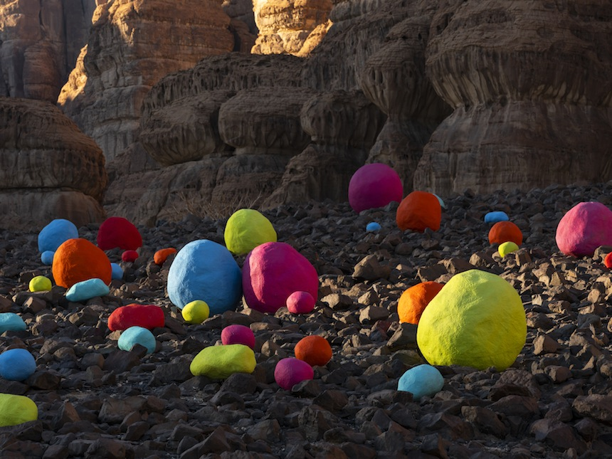 Mohammed Ahmed Ibrahim, Falling Stones Garden, installation view at Desert X AlUla, photo by Lance Gerber, courtesy of the artist and Lawrie Shabibi and Desert X AlUla