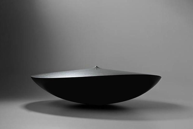 Armen Agop, Senza titolo 129, 2013, granito nero, 70x70x19 cm. Courtesy of Meem Gallery