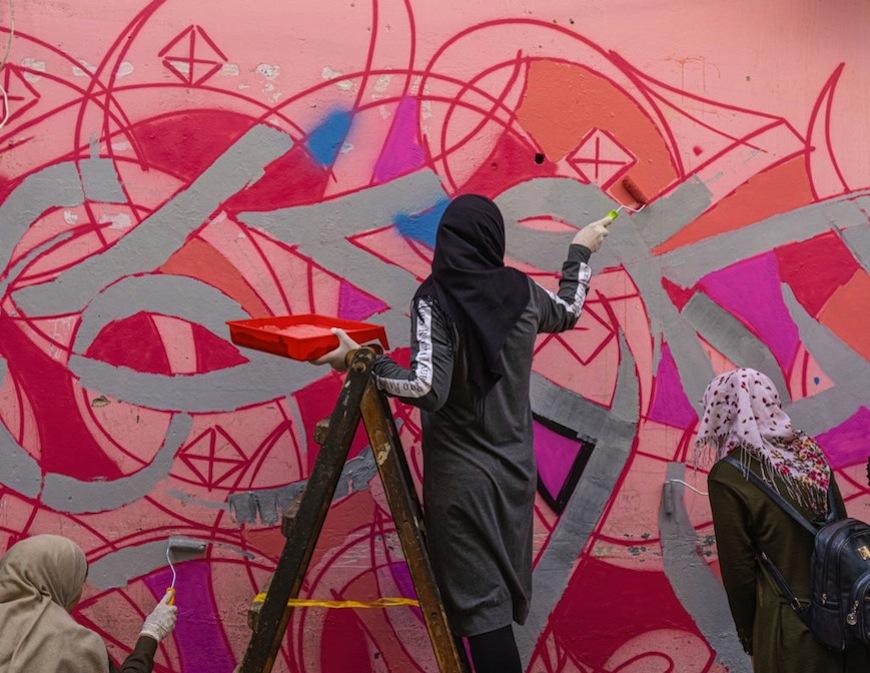 Dal progetto di 81 Designs con le artigiane palestinesi & eL Seed, Ain Al Helweh, Libano. Courtesy of 81 Designs